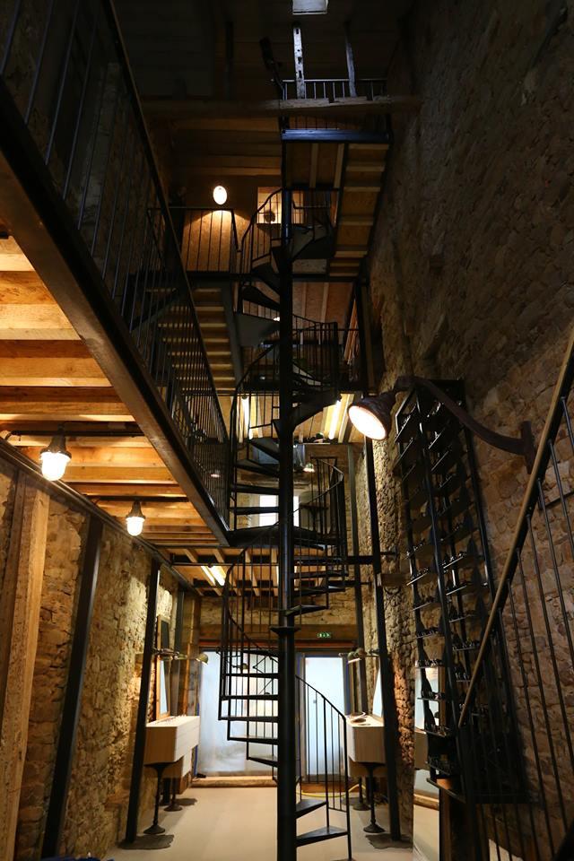 Un escalier en colimaçon en guise de colonne vertébrale imaginé par l'architecte d'intérieur Nantais.