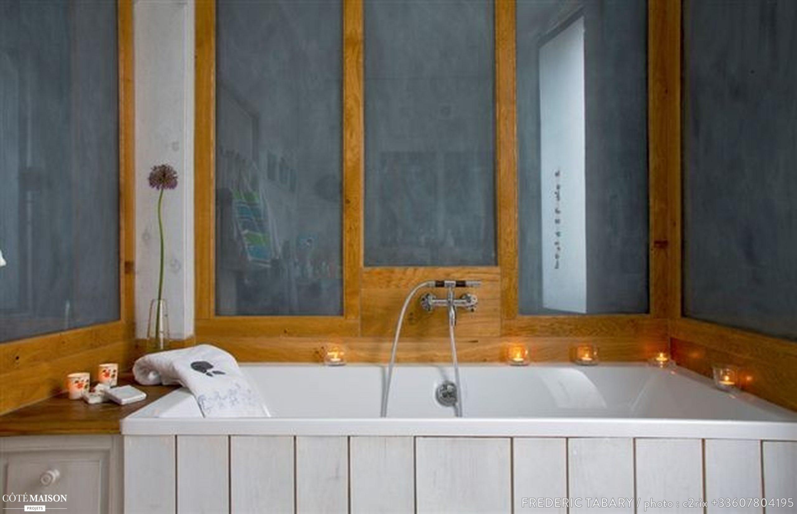 Dans cette maison, une salle de bain imaginée par l'architecte d'intérieur