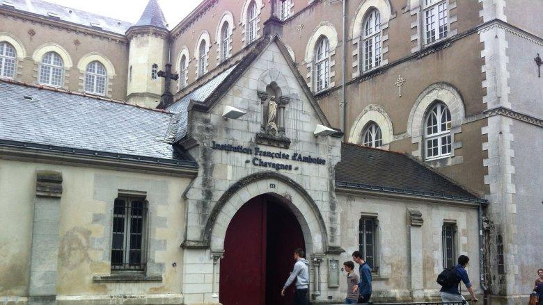 Lycée Chavagne et ses fenêtres en ogive