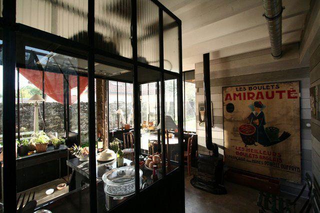 Un insert du début de siècle en guise de cheminée dans La maison de Frédéric TABARY