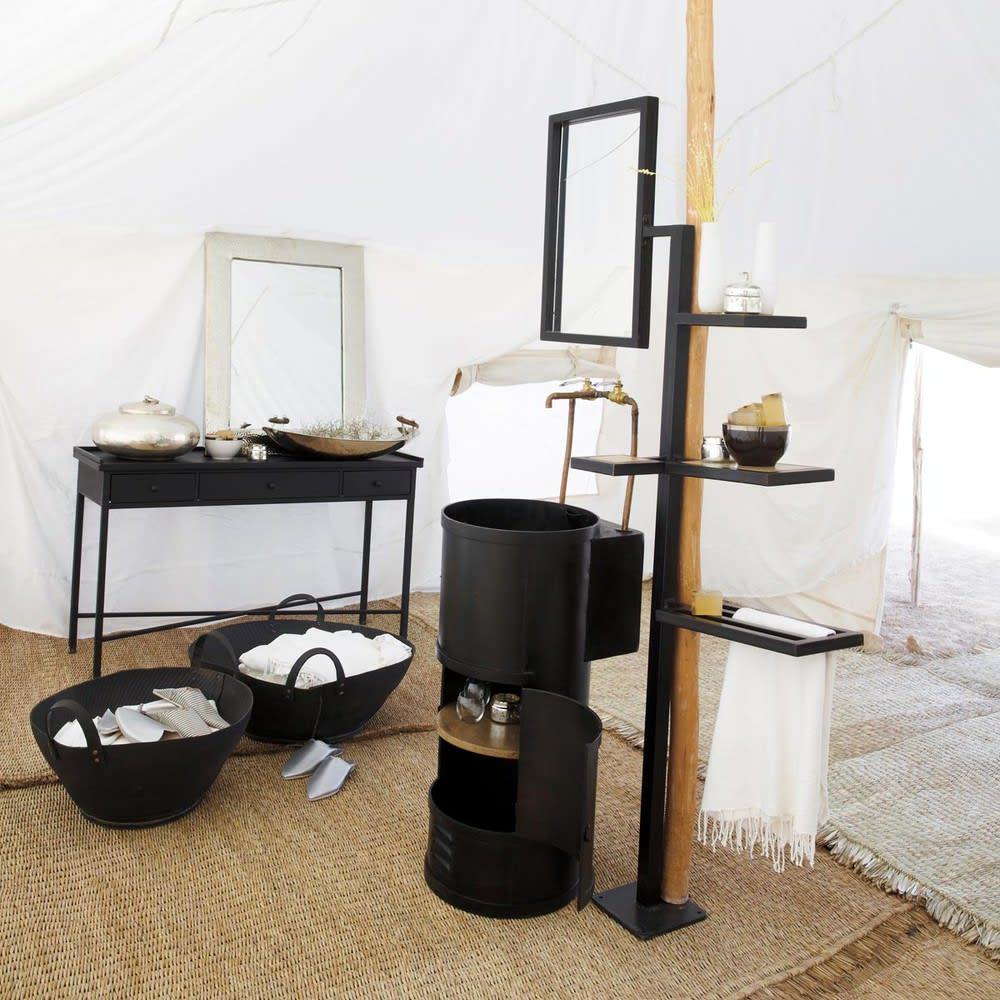 Lavabo désigné par Frédéric TABARY désigner pour maisons du monde , les particuliers et les professionnels ici le meuble lavabo dans un ensemble cosy camping