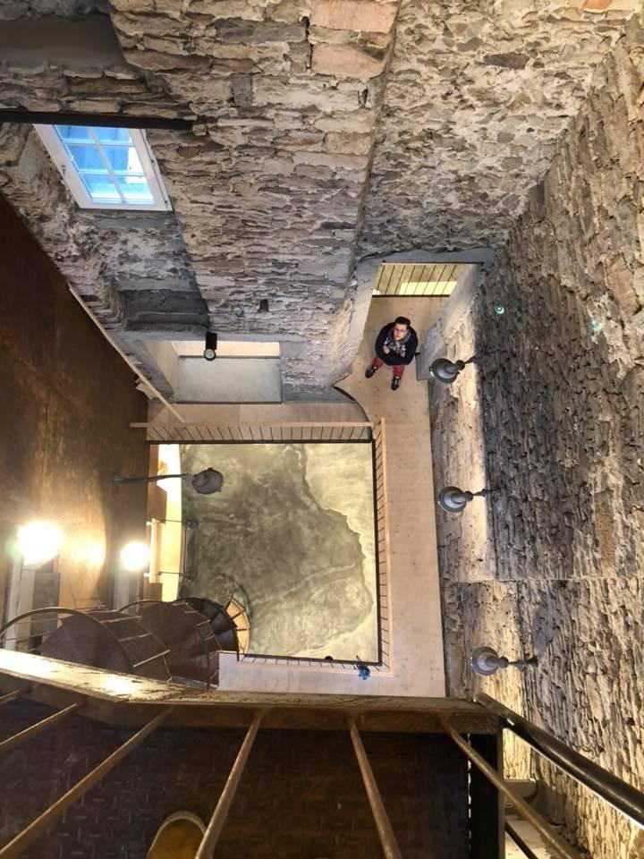 15 mètres de vide sous les pieds. Un projet d'architecte monumental et vertigineux !